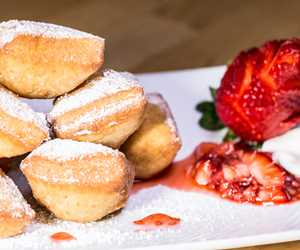 Beignets with powdered sugar and strawberries
